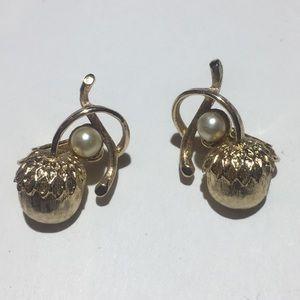 Vintage Sarah Coventry pearl Acorn Earrings